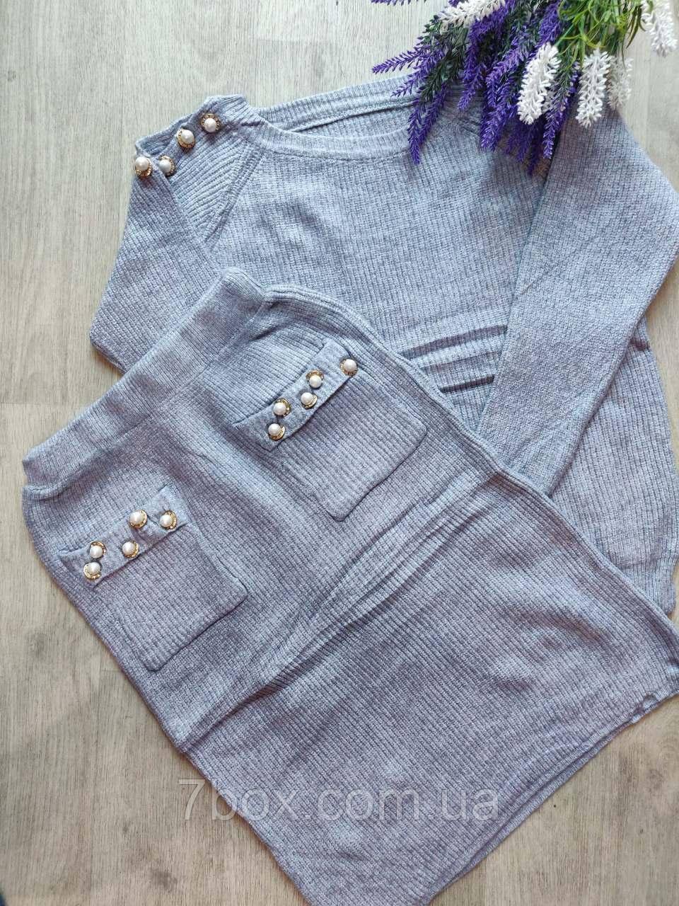 Женский вязанный костюм свитер юбка. Серый