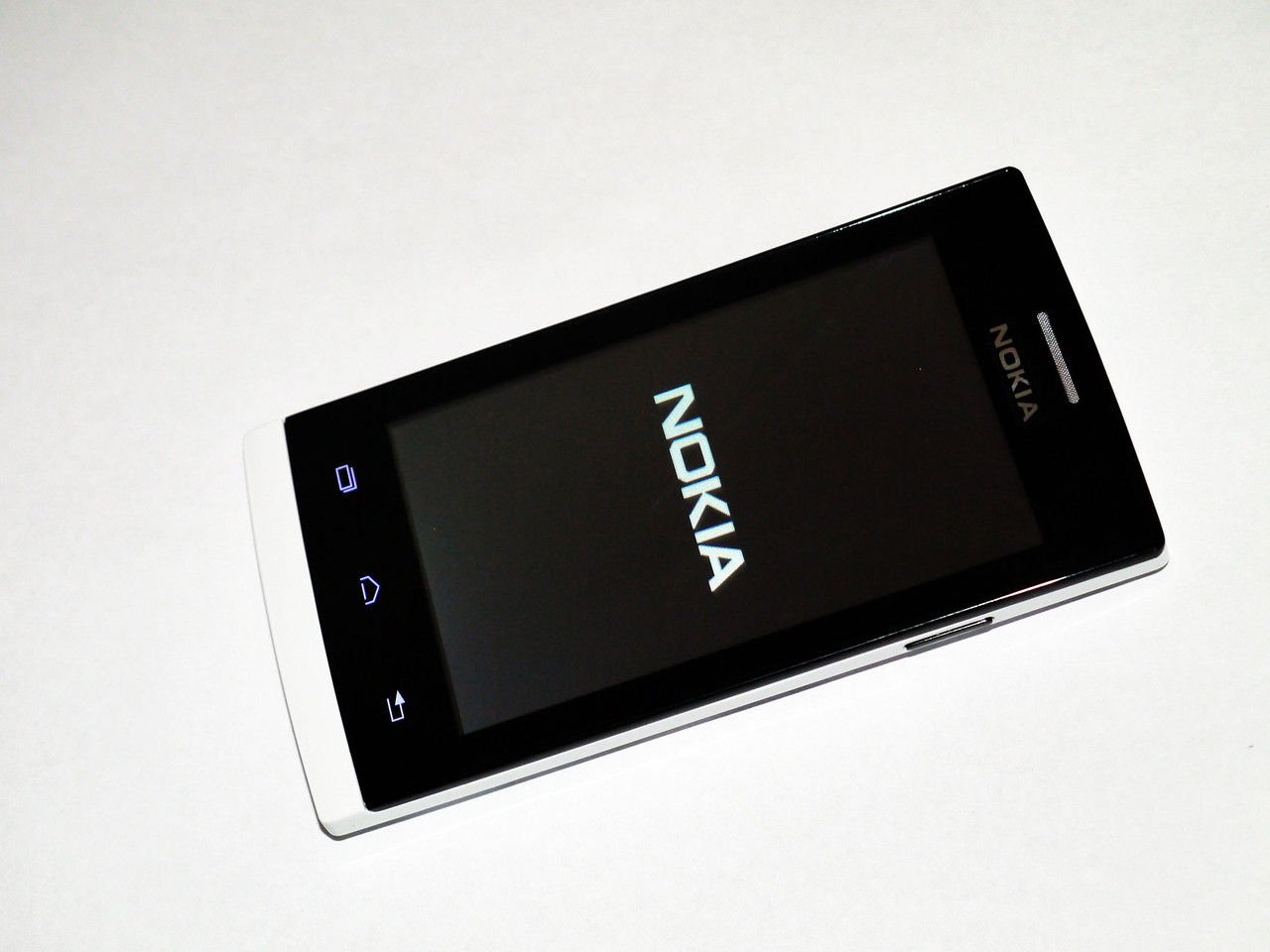 Телефон Nokia Lumia 630 Белый - 2Sim+ Чехол