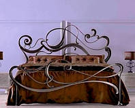 Кованая двуспальная кровать в стиле модерн Victoria.