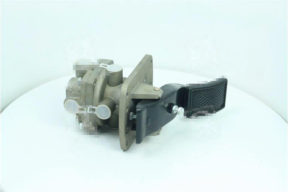 Кран тормозной 2-секционный подпедальный (Дорожная карта). 5320-3514108