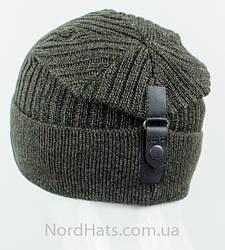 Стильные шапки на кнопке