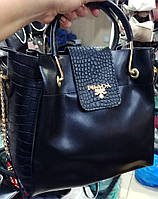 Брендовая женская черная сумка Prada черная с клапаном под рептилию 27*24 см