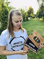 Оригинальная футболка с принтом в деревянной коробке