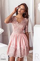Вечернее платье-мини пудрового оттенка кокетка и подол дополнены ажурными узорами и вышивкой бисером, фото 2
