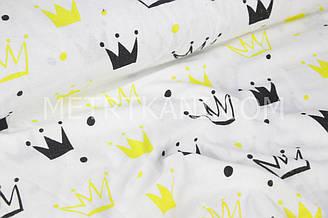 """Фланель дитяча """"Корони чорно-жовті"""" на білому тлі № 421"""
