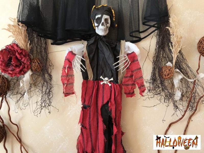 """Декор """"Подвесной череп пират в красном"""""""