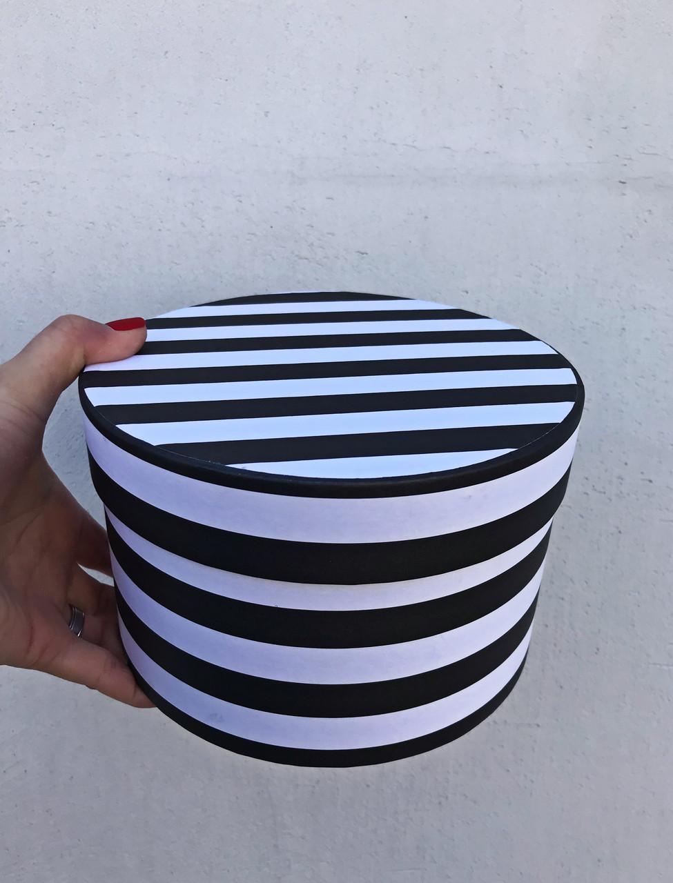 Коробка средняя круглая низкая с крышкой