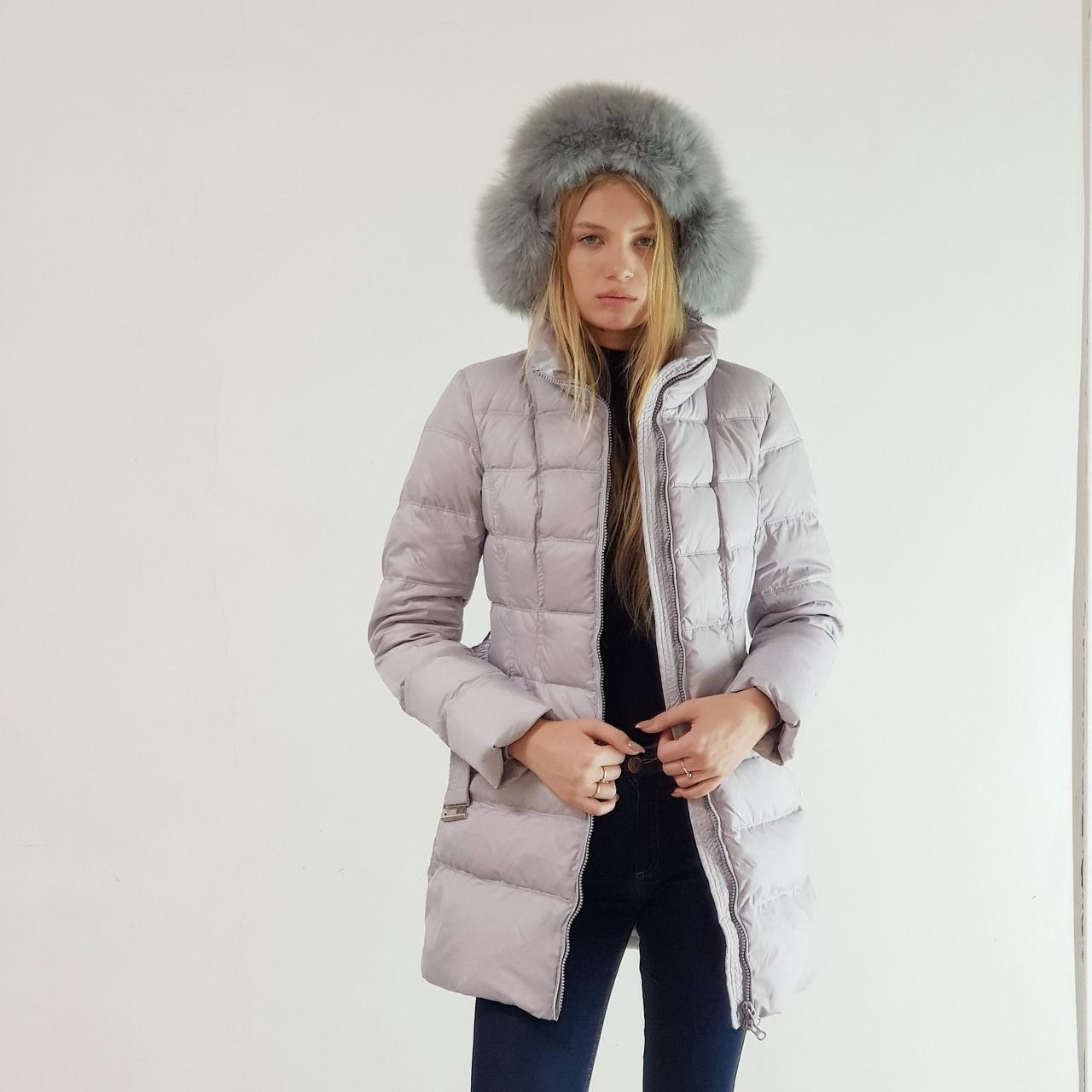Пуховик полупальто зимнее женское Snowimage с капюшоном и натуральным мехом серое, длинный