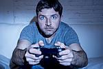 Муж играет в компьютерные игры и онлайн игры, что делать и как бороться?