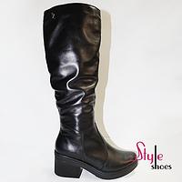 Высокие женские кожаные зимние сапоги черного цвета