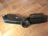 Решетка радиатора с накладкой VW GOLF V
