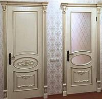 Дверь входная межкомнатная с порталом с элементами резьбы с массива ольхи