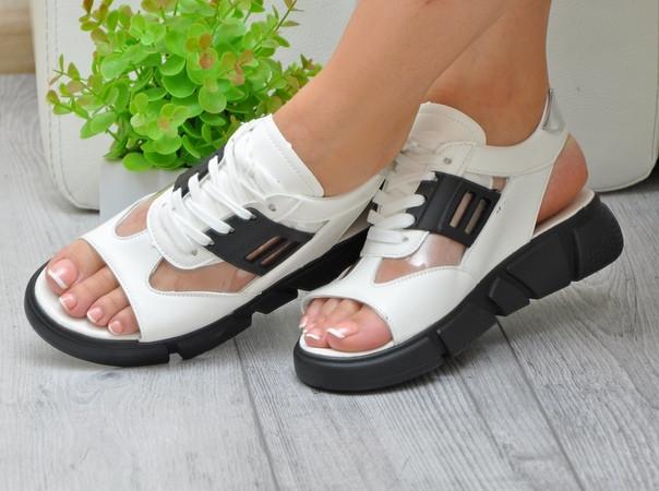 Женские черно-белые спортивные босоножки с регулирующимся подъемом