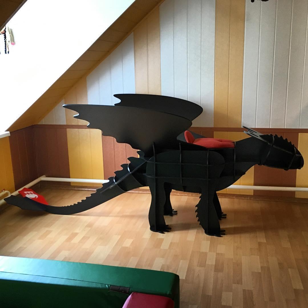 Мебель из натуральных материалов дракон. Полка 3D (черный)