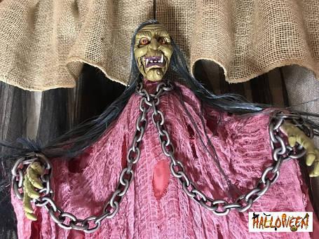 "Декор ""Баба Яга с цепями в розовом с криком и движущимися руками"", фото 2"