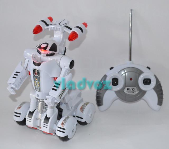 робот трансформер на пульте управления вид спереди