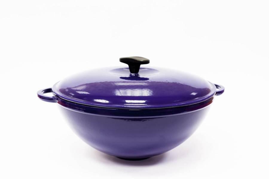 Кастрюля чугунная WOK, цветная глянцевая с крышкой, объем 5,5 литров, синяя