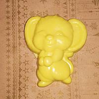 70 г. Сувенирное мыло ручной работы мышонок желтого цвета. Сюрприз в сочельник детям в год крысы