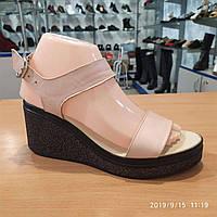 Женские кожаные розовые босоножки 36 р