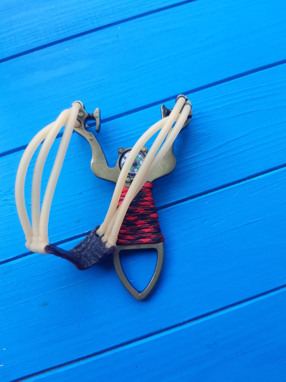 Стальная спортивная рогатка  стройным жгутом +компас