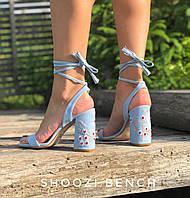 Женские босоножки из натурального замша на каблуке. Голубого цвета