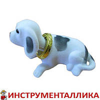 Собака на панель автомобиля белая с качающейся головой