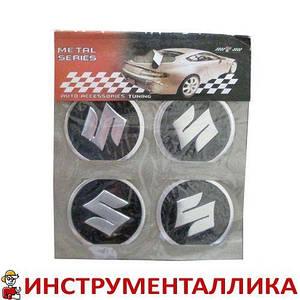 Эмблемы металлические на колпаки Suzuki 4 шт в комплекте цена за комплект