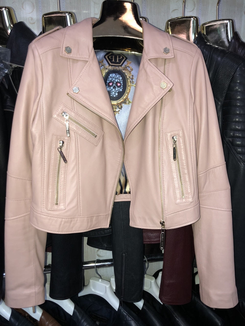 Пудровая укороченная куртка Philipp Plein из натуральной кожи