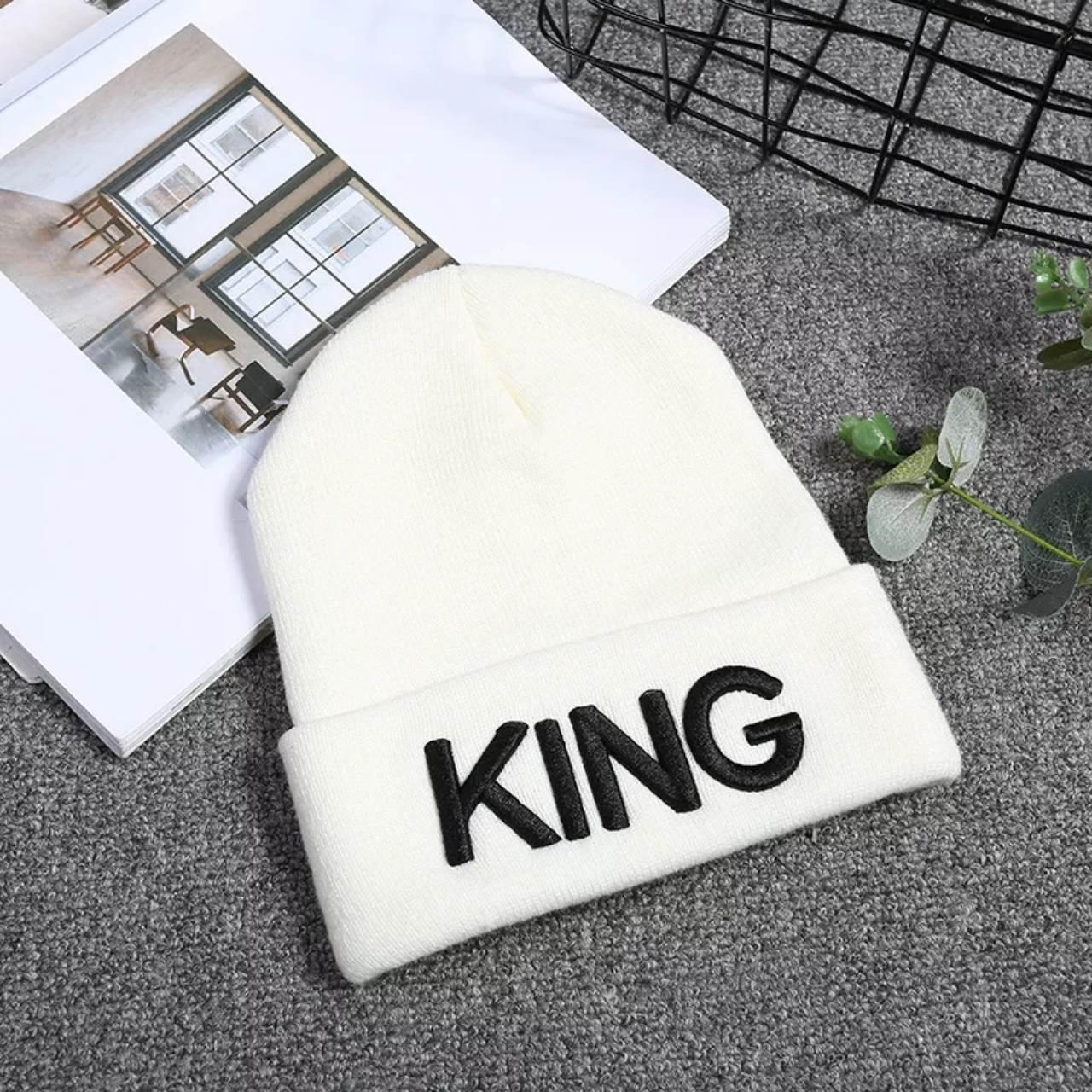 Шапка молодёжная King белая