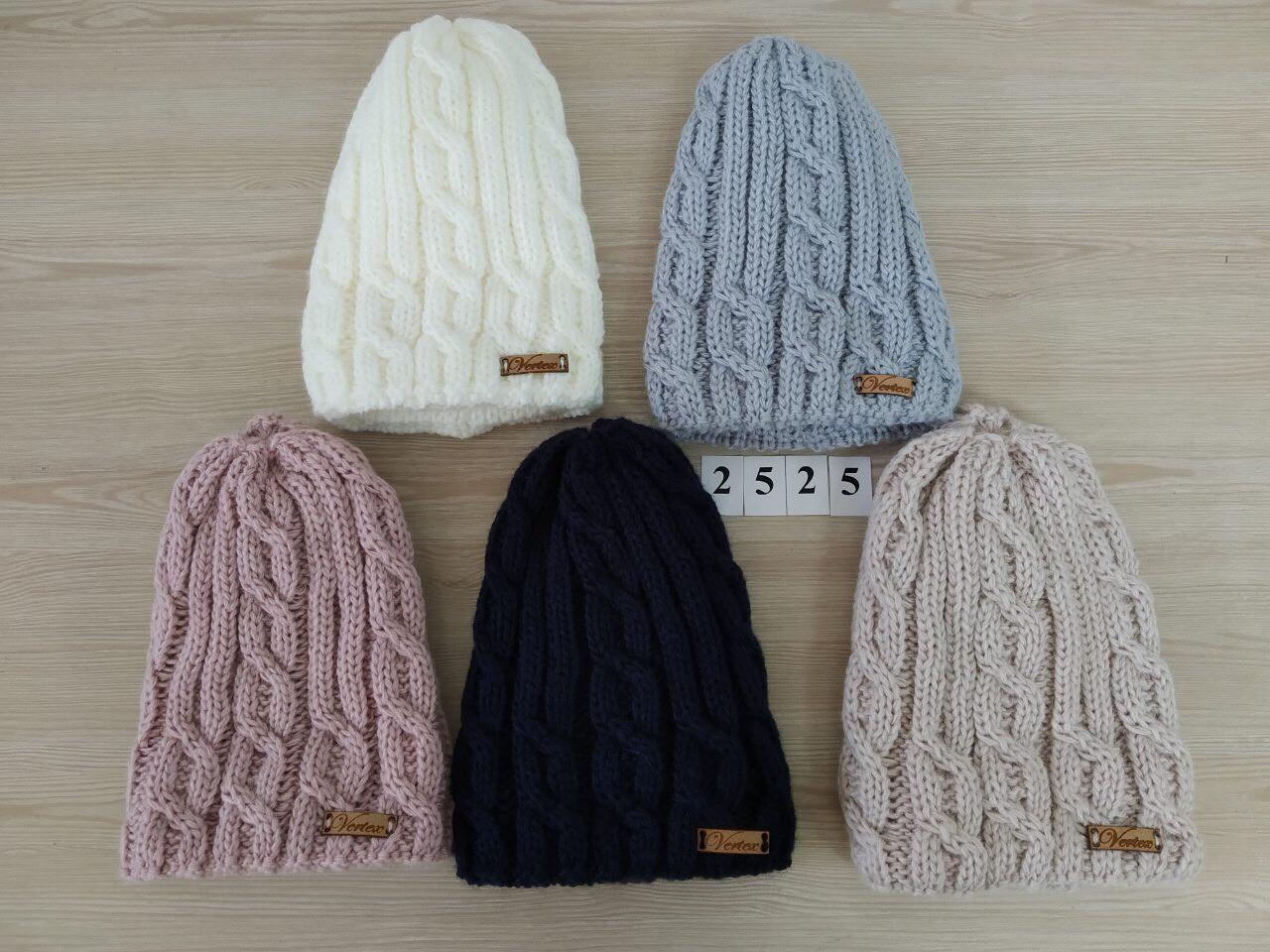 Вязанная зимняя  шапка для девочки подкладкой из флиса  - Артикул 2525 оптом