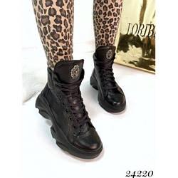 Демисезонные ботинки на массивной подошве черные