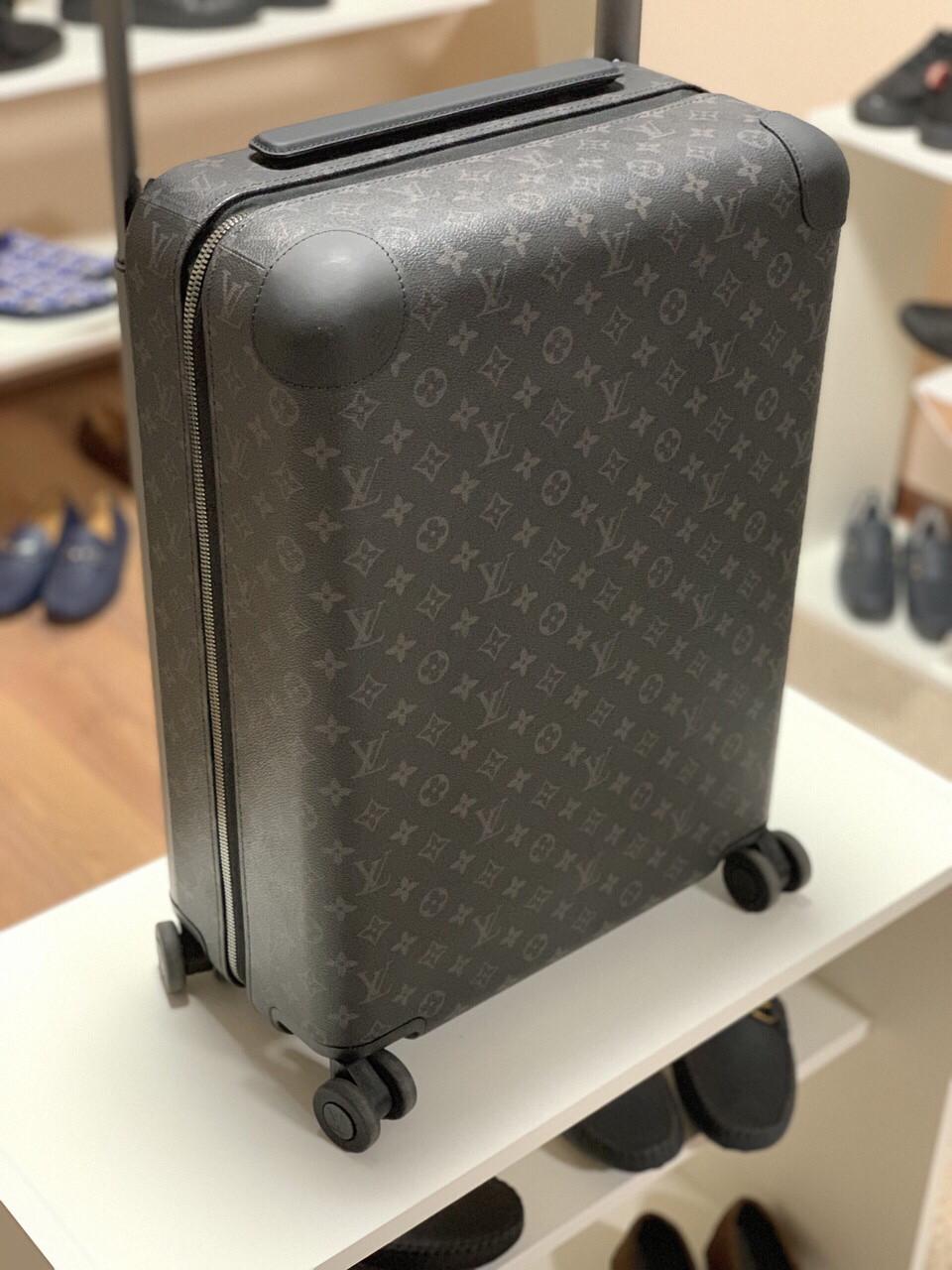 Чемодан на колесах от Louis Vuitton