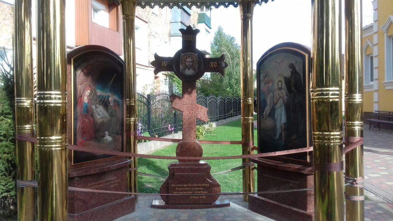 Ікони на камені і хрест на каплиці р. Нововолинськ (спецзамовлення)