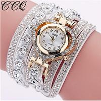 Белые  женские часы-браслет с корпусом в виде сердца украшены камнями