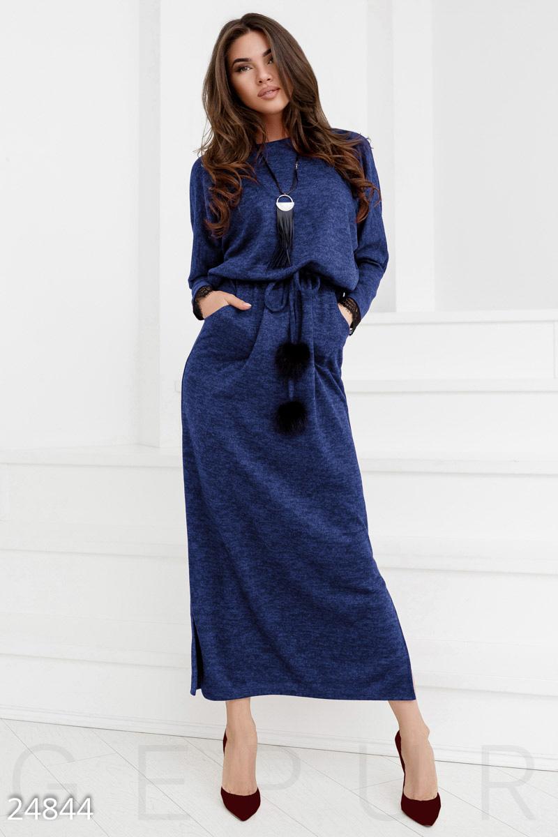 Демисезонное платье с длинной юбкой двумя прорезными карманами цвет синий
