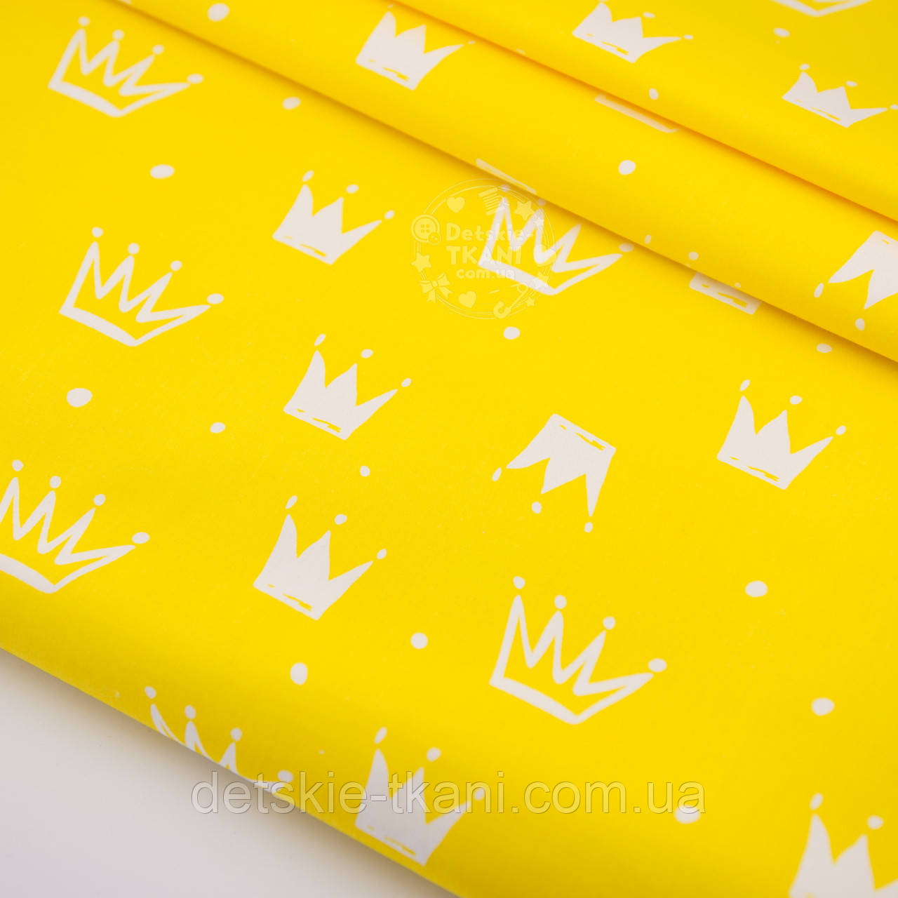 """Сатин шириной 160 см """"Нарисованные короны"""" белые на жёлтом №2453с"""