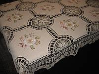 Скатерть украшенная вязкой. Размер  150*230 см. Модель 0661B