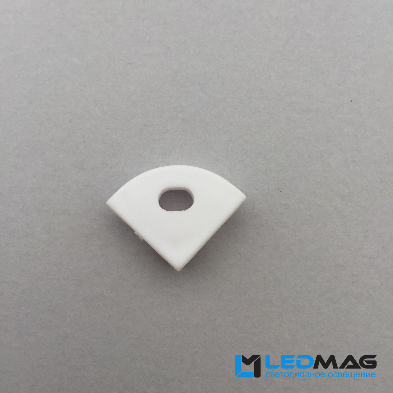 Боковая заглушка профиля для углового LED профиля 16 х 16 мм радиальная