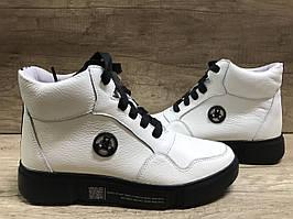 Ботинки  демисезонные белые на танкетке, кожаные МИДА 22414