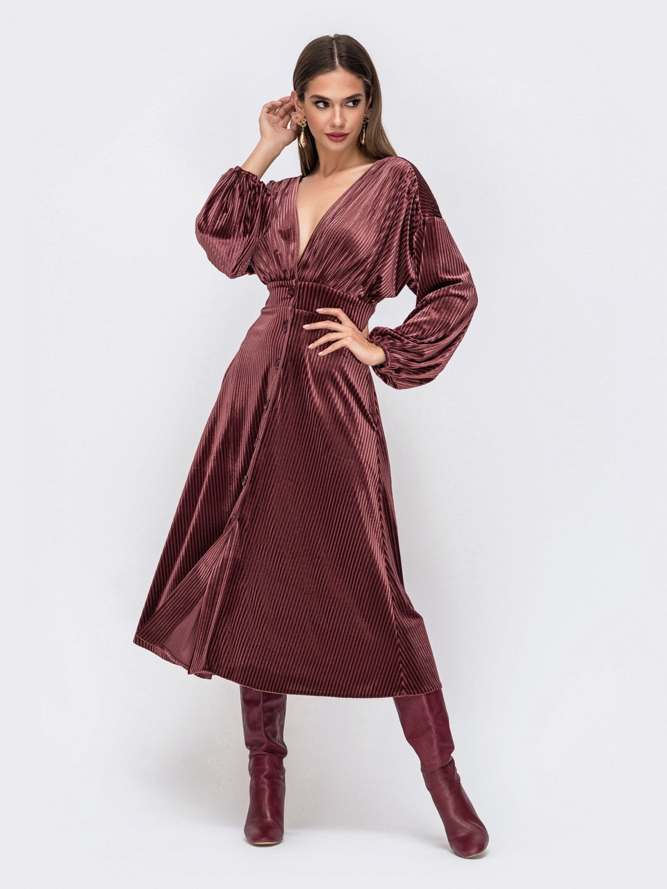 Элегантное платье из фактурного велюра с V-образным вырезом горловины розмір 44 46 48