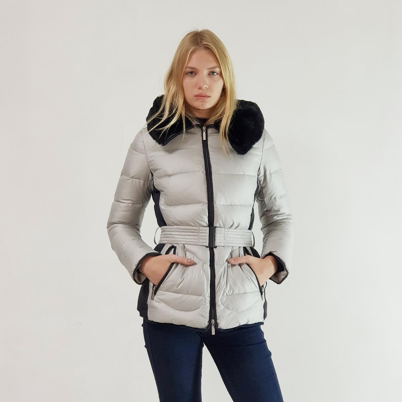 Пуховик куртка зимний короткий женский Snowimage с капюшоном и натуральным мехом серый