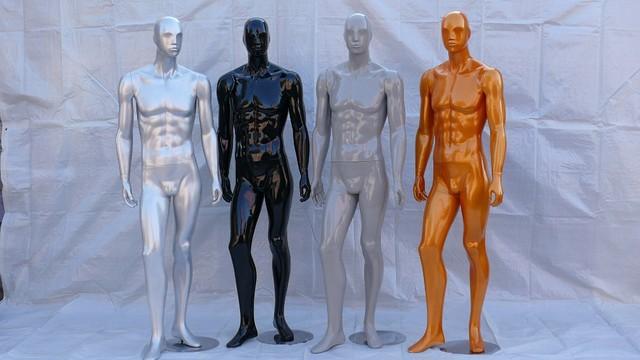 Манекены мужские. Разного цвета.