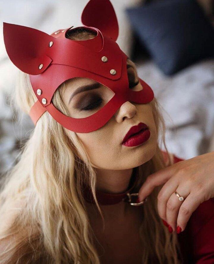 Женская портупея на лицо маска кошки красная для ролевых игр маскарадов и праздников