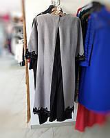 Необычное серое платье с черным кружевом и черной вставкой на спине