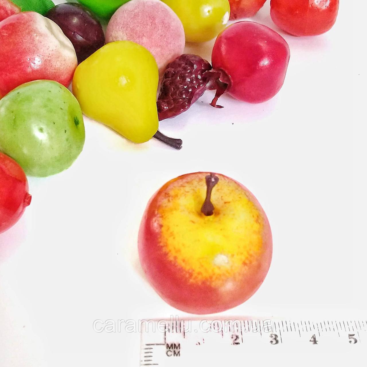 Яблоко желто-красное мини. 3 см.