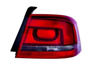 Правый задний фонарь Вольксваген Пассат B7, кузов седан, внешний, дымчатая полоска, под лампы P21W/W16W/PY21W, без патронов / VOLKSWAGEN PASSAT B7
