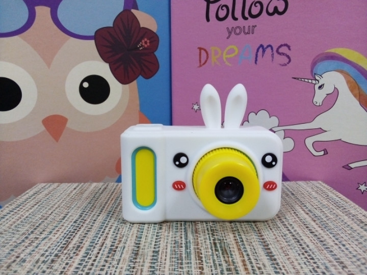 Силиконовый чехол на детский фотоаппарат белый зайчик