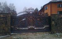 Ворота и калиткa кованные с декоративными элементами