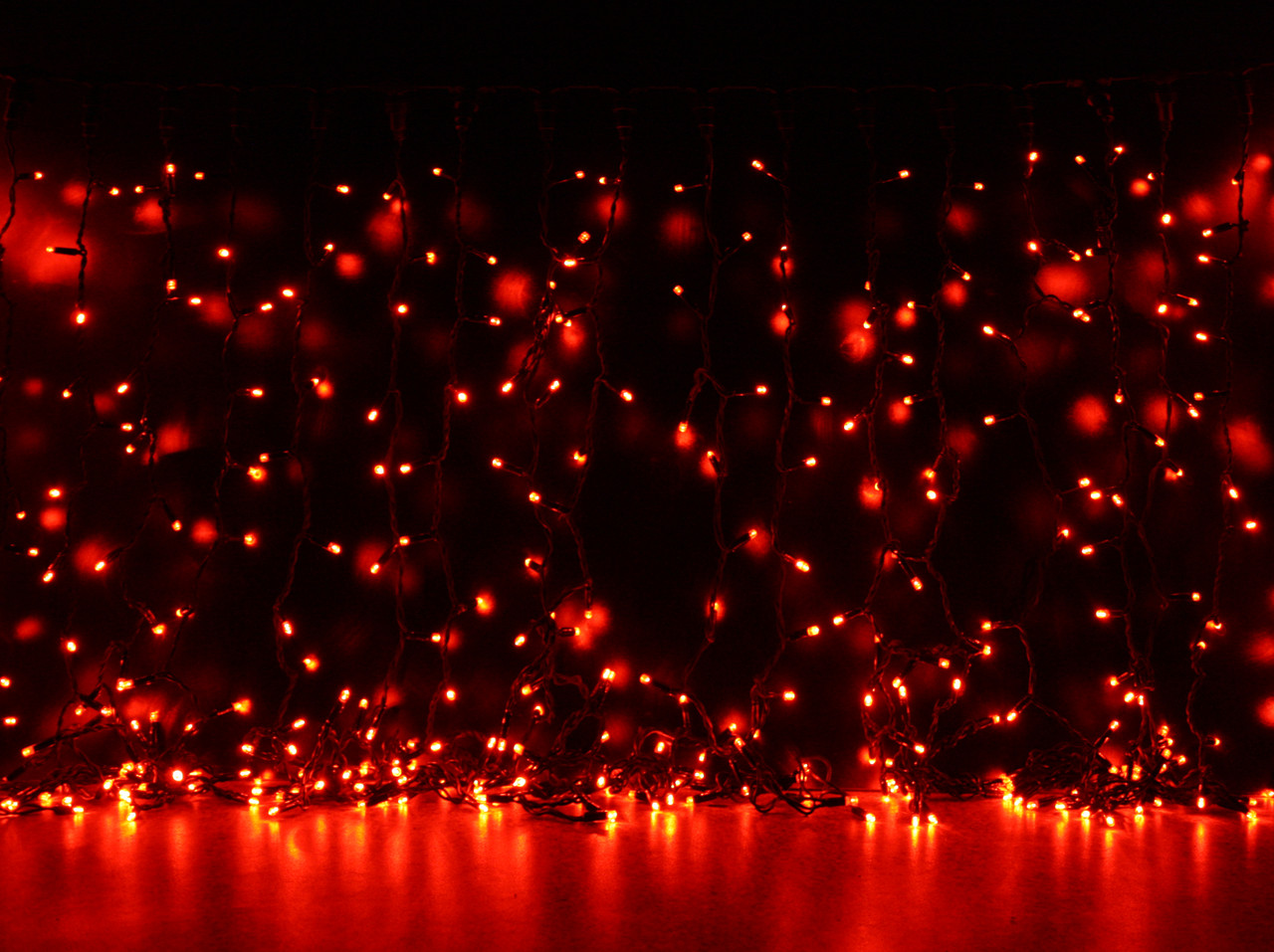 Уличная светодиодная гирлянда Штора Lumion Curtain (Куртейн) 912 led наружная цвет красный