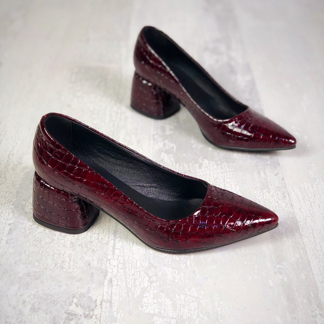 Шикарные кожаные туфли на каблучке 36-40 р бордо